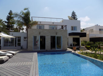 5 BEDROOM LUXURY VILLA IN ST'GEORGE